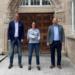 Bürgermeister Dr. Christian Ruf (rechts) und Fachbereichsleiter Bernd Pfaff (links) sprechen Schulleiterin Susanne Birkenmaier zum Abschied ihren Dank aus und wünschen für die Zukunft alles Gute. Foto: Stadt Rottweil