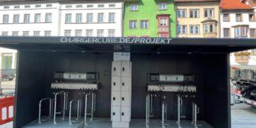 Neue Ladestation für E-Bikes vor der Kreissparkasse in der historischen Innenstadt von Rottweil. Foto: NRWZ
