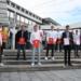 Die elf Absolventen, mit Schulleiter Stefan Steinert, und Anne-Cathrin Burry. Foto: pm