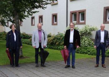 Stefan Guhl, Miriam Schwörer, Rudi Schmidt, Gunter Erbe, Karl Josef Arnold und Dr. Thorsten Hinz (von links) Foto: pm