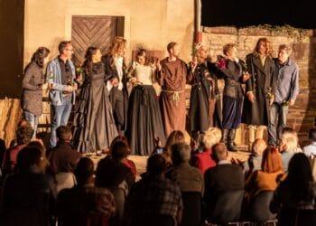 "Das Ensemble vom Sommertheater ""Cyrano de Bergerac"". Foto: Thomas Decker"