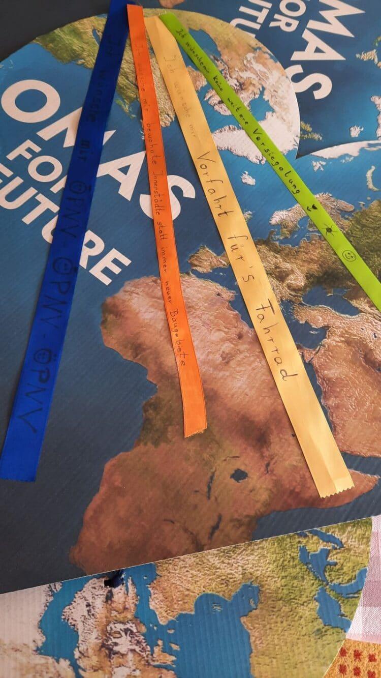 """Die """"Klimabänder"""" wurden vonOmas for Future ins Leben gerufen. Foto: pm"""