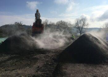 Die geförderte Herstellung der 'Rottweiler Wundererde' aus städtischem Grünschnitt wirkt dem Klimawandel entgegen. Foto: Stadt Rottweil.