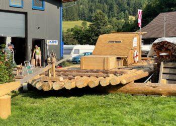 Das fertige Floß der Schiltacher Flößergruppe wird nun  erst einmal niht auf dem Rhein unterwegs sein. Fotos: privat