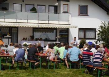 Zu einer Informationsveranstaltung hatte die Partei dieBasis bei der  Waldhof Ölmanufaktur in Fluorn-Winzeln eingeladen. Foto: pm