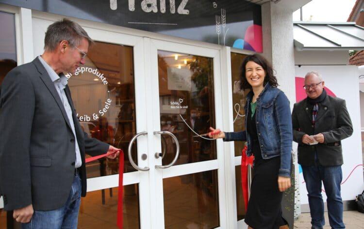 Dr. Thorsten Hinz, Dorothee Eisenlohr, Rainer Ullrich (von links) bei der Eröffnung. Fotos: pm