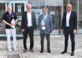 Gesundheitsamts-Chef Dr. Heinz-Joachim Adam, Erster Landesbeamter Hermann Kopp, Ministerialdirektor Prof. Uwe Lahl und Rottweils OB Ralf Broß vor dem Landratsamt. Foto: wede