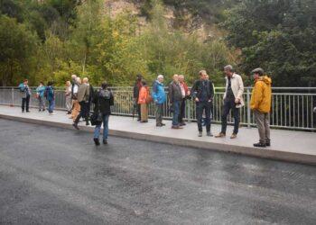 Deutlich größer und breiter ist die neue Brücke bei der Spittelmühle. Davon konnte sich der Gemeinderat überzeugen. Fotos: wede