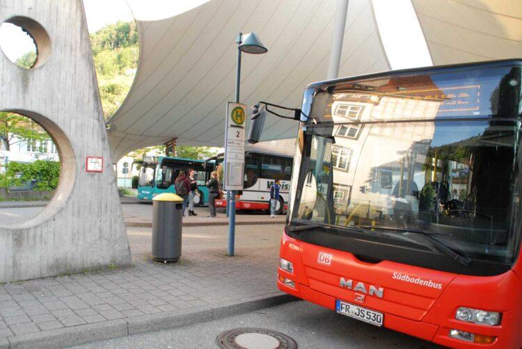 Schramberger Busbahnhof: Wer mit dem Regiobis von Dunningen nach Schiltach will, hat hier eine lange Umsteigpause. Archiv-Foto: Himmelheber