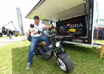 Eine Attraktion auf der Südwest-Messe spezial: Ein Elektroroller im Harley-Design, der auch probegefahren werden kann. Foto: Kienzler