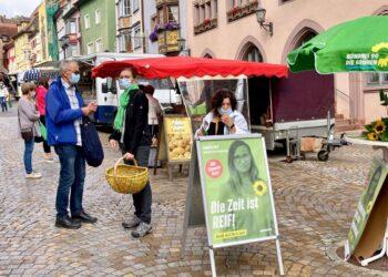 Annette Reif auf dem Rottweiler Wochenmarkt. Foto: mm