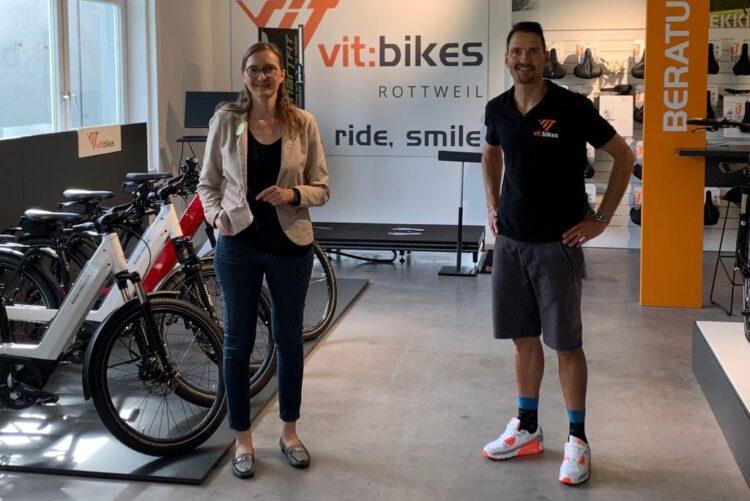 E-Bikes und Lastenräder: Annette Reif besuchte Volker Schipke in seinem neuen Laden in Zimmern. Foto: mm