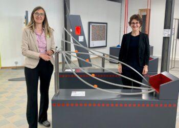 Annette Reif (links) tauschte sich mit Dr. Christine Schellhorn über die Experimentierwelten, aber auch über Fachkräftemangel und weitere Themen der Wirtschaft aus, Foto: pm