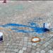 Farbe und Farbeimer in der neu hergerichteten Fußgängerzone am vergangenen Sonntagfrüh. Foto: privat