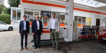 Von links:  Michael Dittert, Deinhard Dittert und Daniel Karrais MdL. Foto: pm