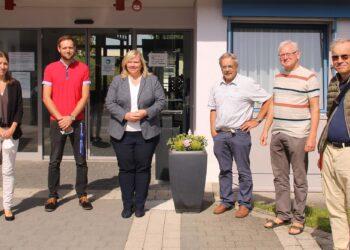 Gegen Ende des Treffens: die CDU-Bundestagskandidatin Maria-Lena Weiss (Bildmitte) zusammen                  mit ihrem Team Thomas Brantner, Achim Elben und Robert Häring nach der Führung durch die Werkstätten mit Alexandra Schmid und Markus Ettwein.