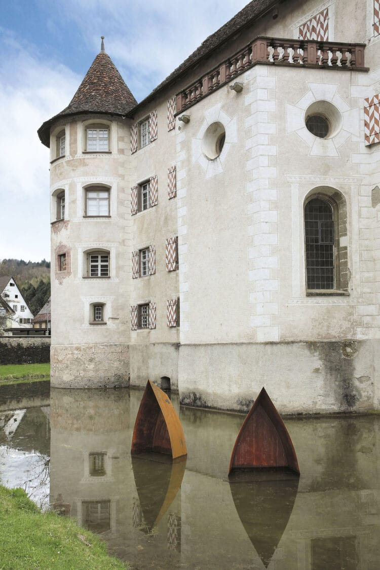 Installation von Jürgen Knubben am Wasserschloss Glatt. Foto: pm