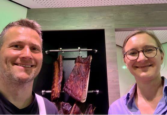 Eine Veganerin und ein Metzger im Gespräch: Matthias Traub und die bündnisgrüne Kandidatin Annette Reif. Foto: pm