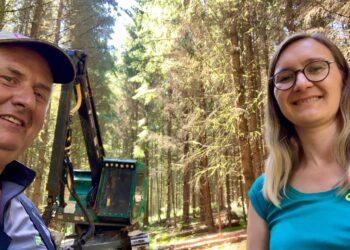 Hermann Maier zeigte Bundestagskandidatin Annette Reif von den Grünen seine Arbeit im Forst, Foto: pm