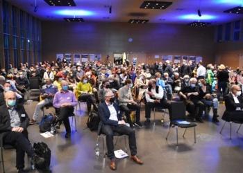 Gut besucht, aber nicht ganz voll war die Stadthalle bei der Bürgerversammlung. Fotos: wede