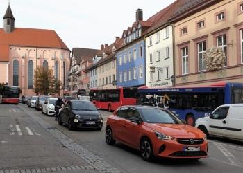 Viel Verkehr, wenig Platz für Menschen: Der Friedrichsplatz in seinem aktuellen Zustand.