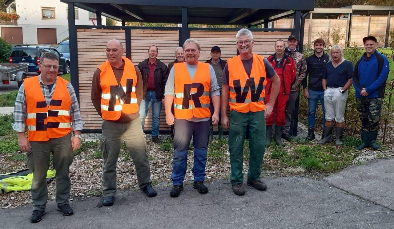 Mitglieder des Angelvereins Dietingen bei der ENRW-Dorfputzete.Foto: pm
