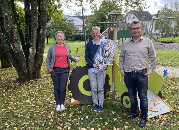 Von links: Bürgermeisterin Carmen Merz, Ilka Dinge und Hauptamtsleiter Johannes Klingler. Foto: pm