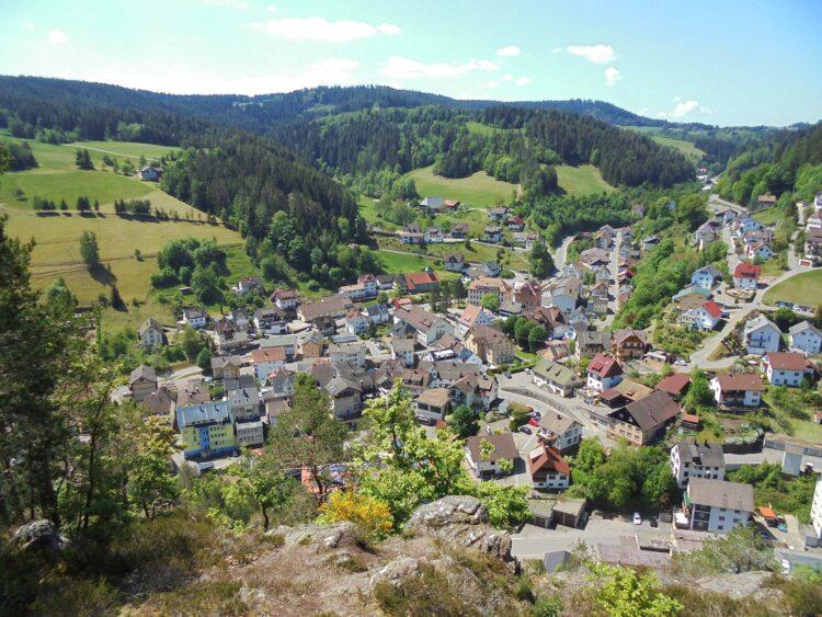 Lauterbach vom Kreuzfelsen aus betrachtet. Foto: him