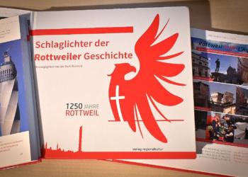"""Dieser Tage aus der Druckerei gekommen: Die """"Schlaglichter der Rottweiler Geschichte"""". Foto: al"""