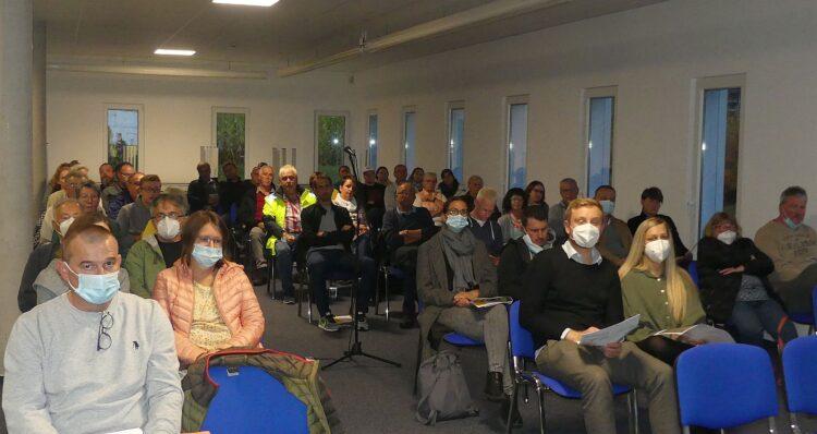 Etwa 50 Schönbronnerinnen und schönbronner waren zur Info-Veranstaltung in Sulgen gekommen. Foto: him